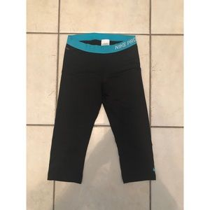 Black Nike Pro Cropped Workout Leggings